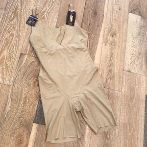 NWT Maidenform Shapewear